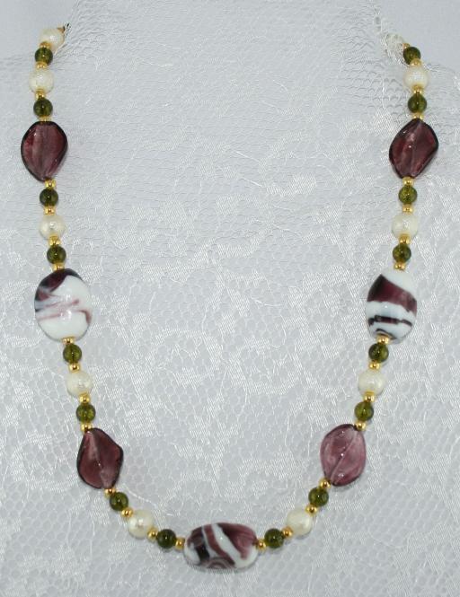 Halskette kurz Grün-Krem-Aubergine-Gold - UNIKAT!