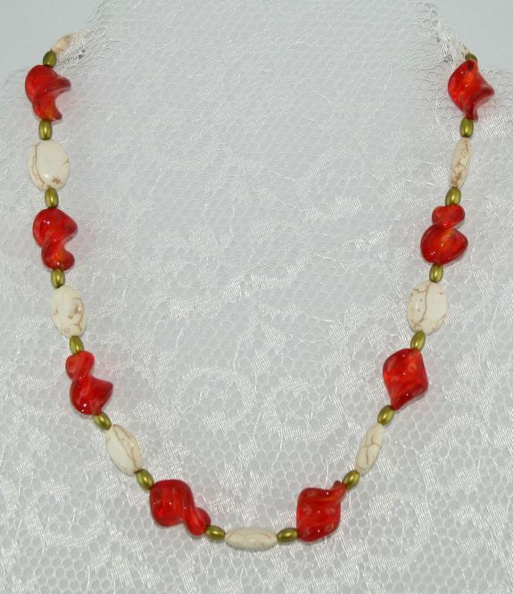 Halskette kurz Weiß Türkis-Grün-Rotorange - UNIKAT!
